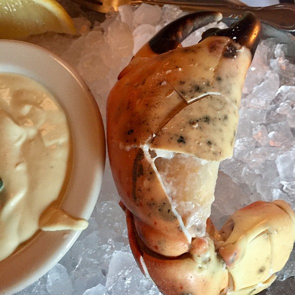 Stone Crab Claw @ Gibson's Steakhouse