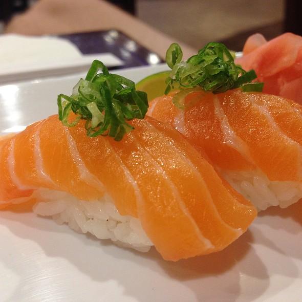 Salmon sushi @ Hana Maru