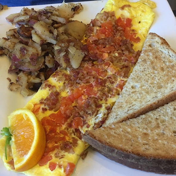Bacon Tomato And Cheddar Omelet at Keke's Breakfast Cafe
