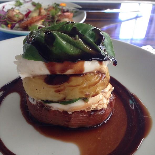 Heirloom Tomato, Arugula & Burrata Salad