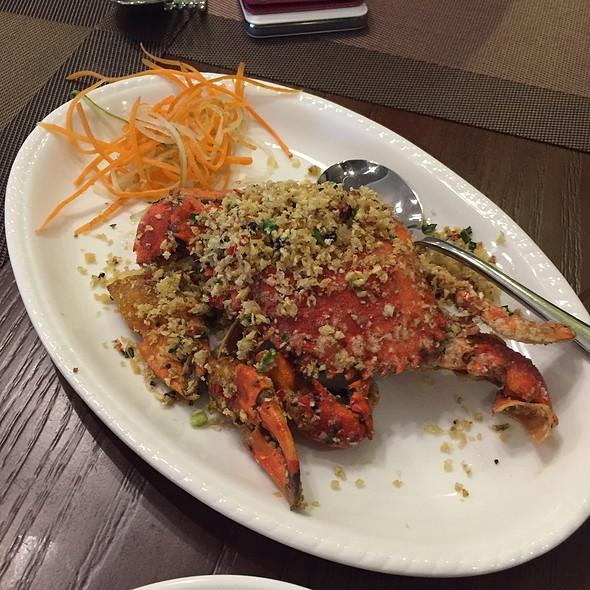 Fried Crab With Garlic, Ginger & Shallots