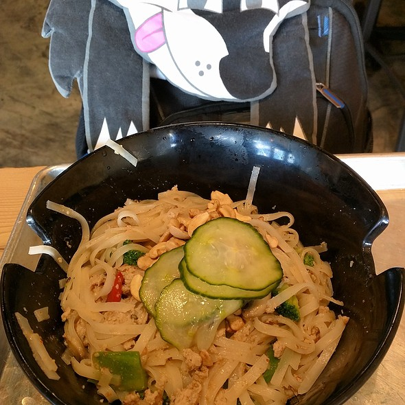 Turkey stir fry with rice noodles and red coconut curry sauce @ Honeygrow