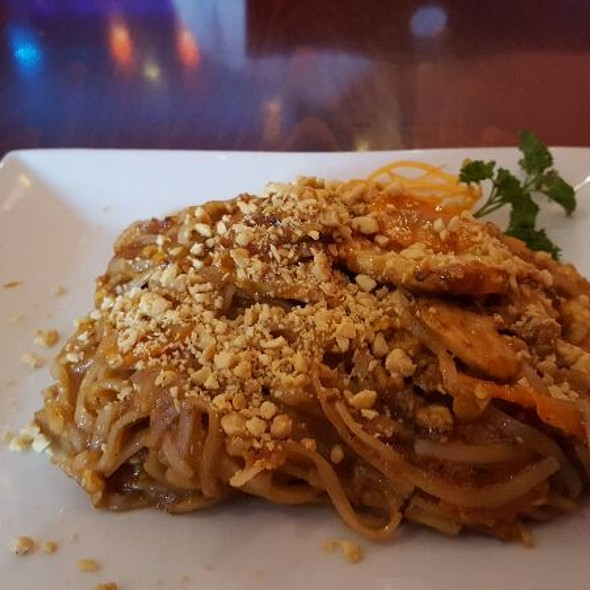 Indonesian spicy peanut noodles