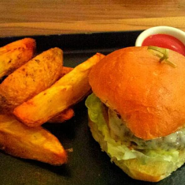 Cheeseburger With Steak Fries
