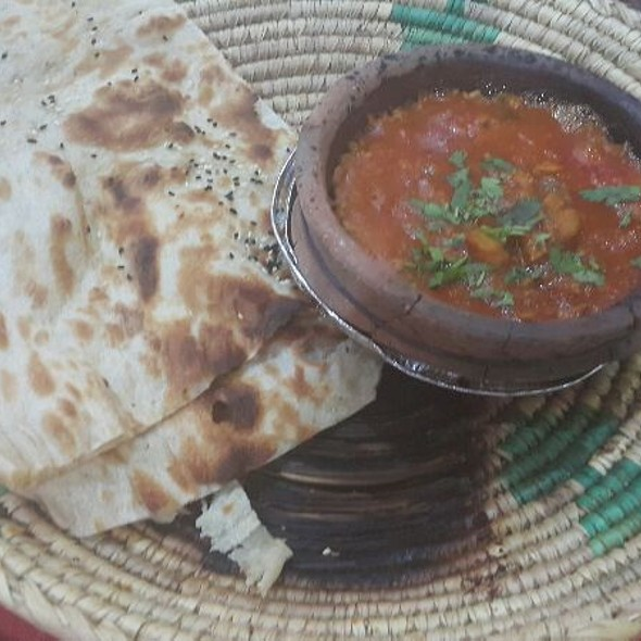 Tuna With Yameni Bread