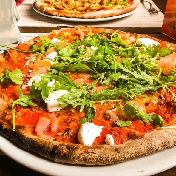 Pizza Salmone @ Pizzeria Fontana