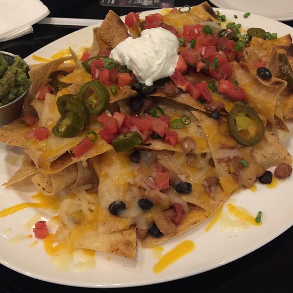 nachos with guacamole