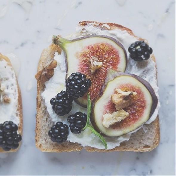 Fig Toasts