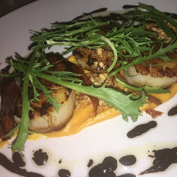 Seared Scallops @ AP Bar And Kitchen