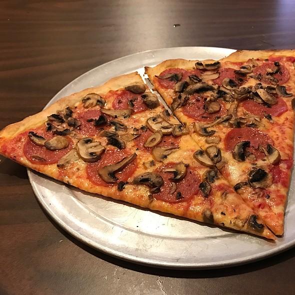 Mushroom & Pepperoni Pizza