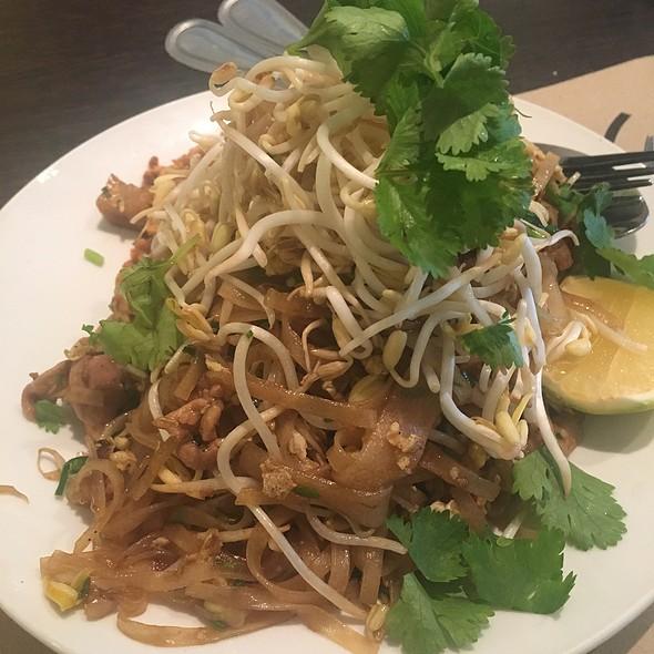 Pad Thai @ NAV - Modern Thai Cuisine