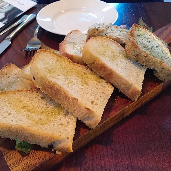Italian Bread W/Olive Oil & Balsamic