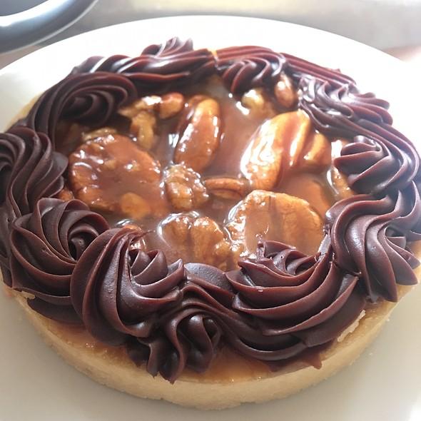 Salted Caramel Chocolate Praline Tart