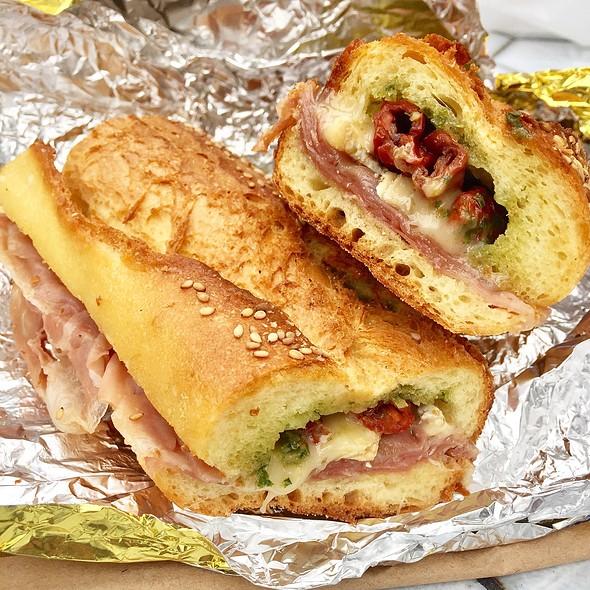 Prosciutto Brie Sandwich