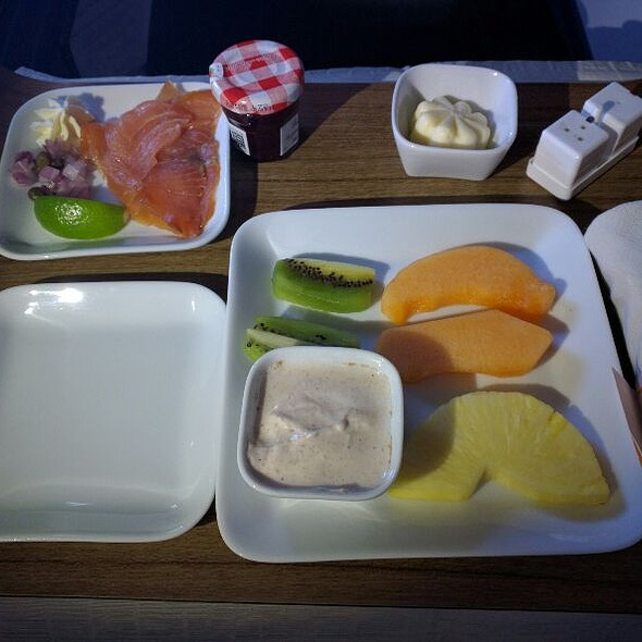 Breakfast Starter: Smoke Salmon And Fruits Plate @ Delta LAX To JFK