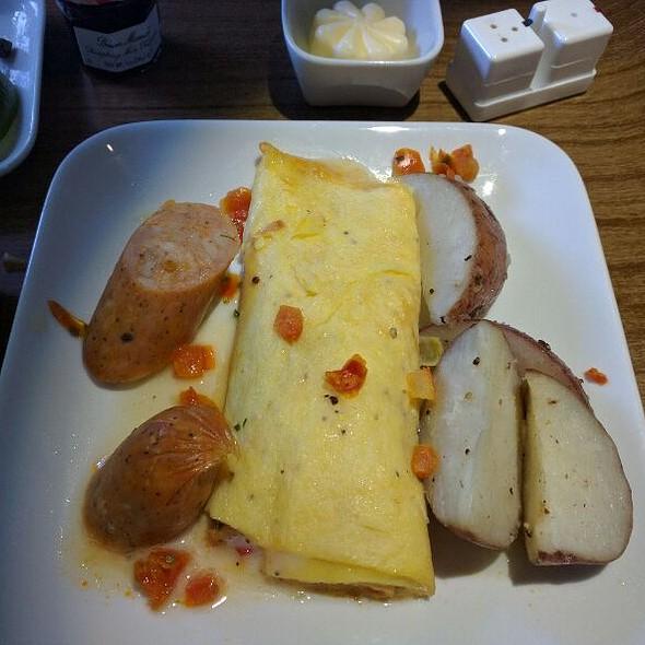Creamy Creole Omelette @ Delta LAX To JFK