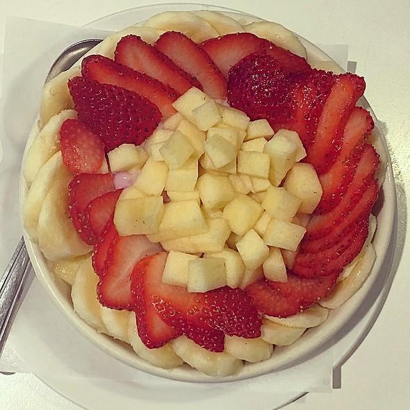 Fruit, Yogurt Granola Parfait @ Sure Shot Cafe