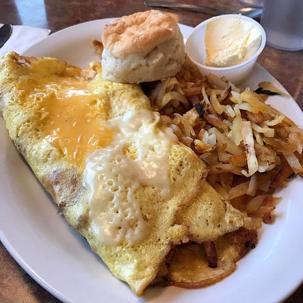 Monte Cristo Omelette @ The Hangar Inn