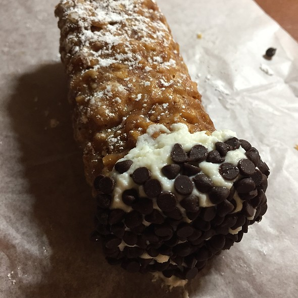 Cannoli @ Mike's pastry