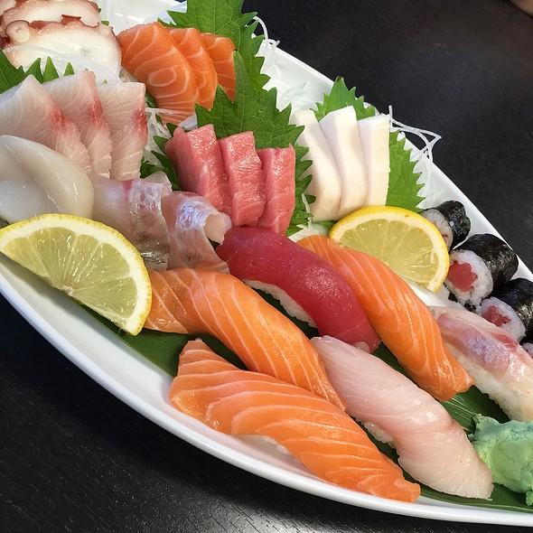 Sushi @ Tasty Ocean