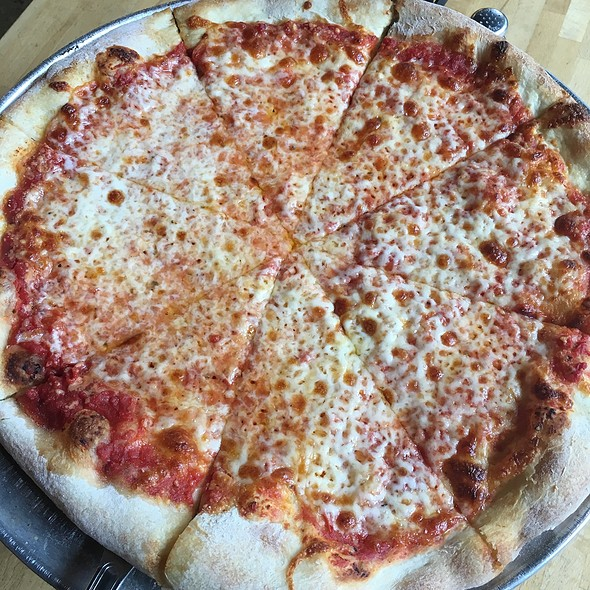 cheese pizza @ Pete's New Haven Style Pizza