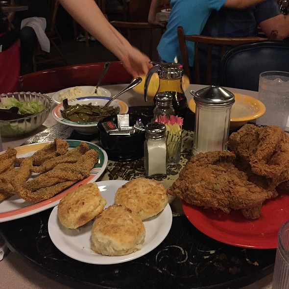 Family Style @ Babe's Chicken Dinner House