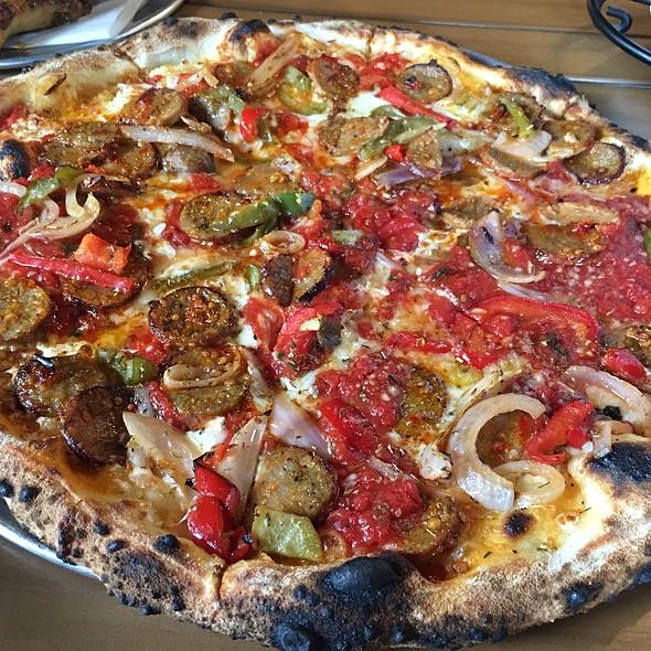 Pizza Salsiccia @ V Pizza