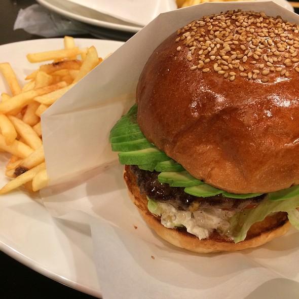 Avocado Cheese Burger @ GOLDEN BROWN 表参道