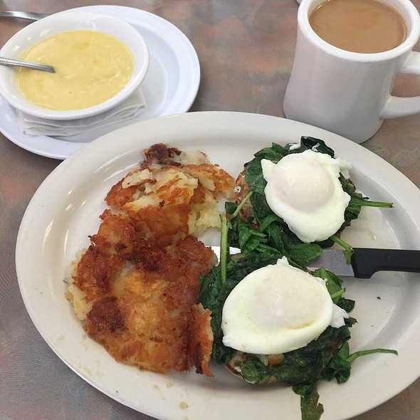Eggs Florentine @ Jenny's Diner