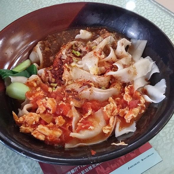 Flat rice noodle with pork