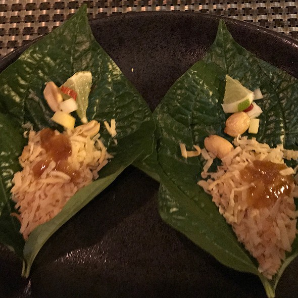 Betel Leave, Roasted Coconut Flakes, Diced Ginger, Shallot, Peanut, Chili, Lime, Sweet Palm, Sugar Sauce
