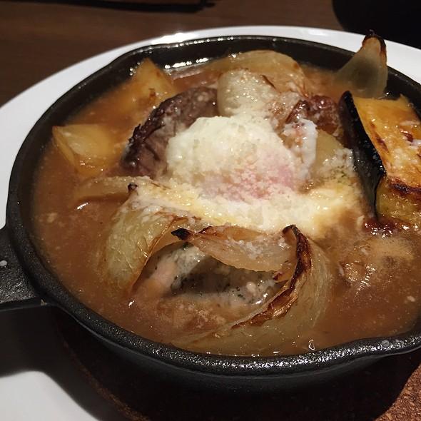 牛すね肉の煮込み、温卵添え @ Taverna I 不動前店