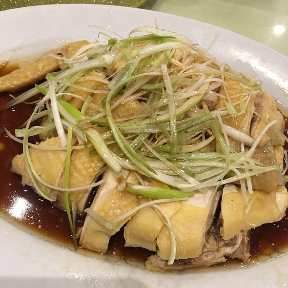 Steamed Chicken With Soy Sauce ( 1/2 Order ) @ Sandy La Chinese Restaurant