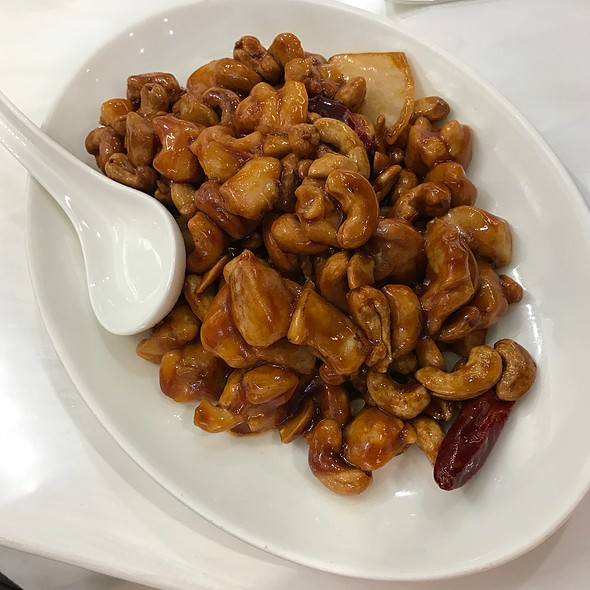 Steamed Diced Chicken With Chily And Nuts