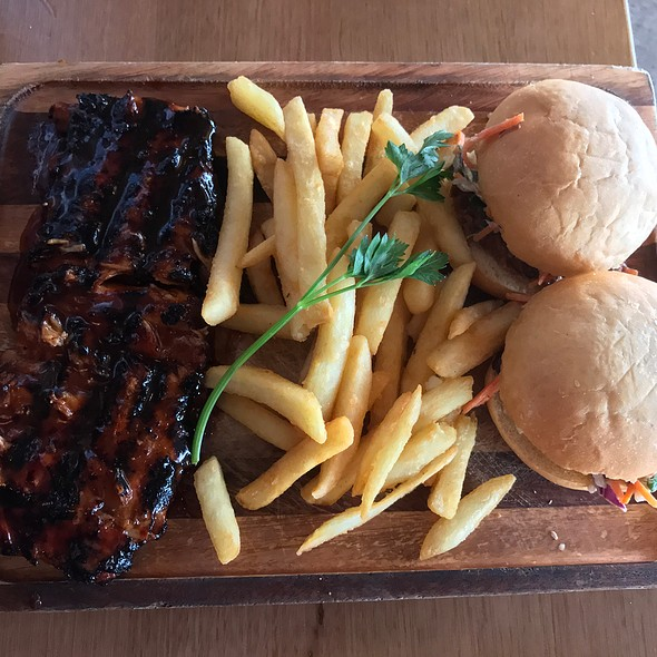 Sliders Ribs Duo Of Beef And Pulled Pork With Signature Basted Shoulder Riblets At Rumps Sydney Olympic Park