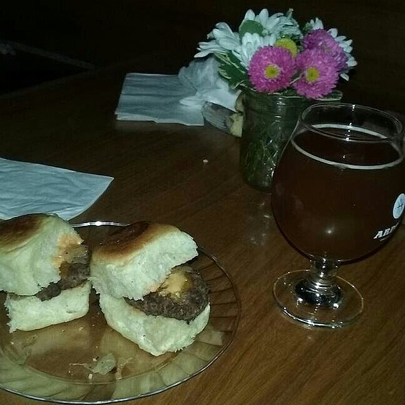 Cheeseburger Sliders and Honey Ginger Craft Beer @ Ardent Craft Ales
