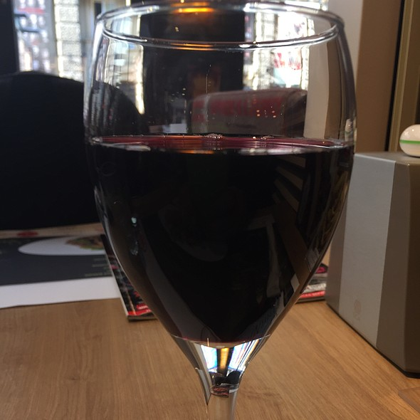 Red Wine @ Happy Bar & Grill