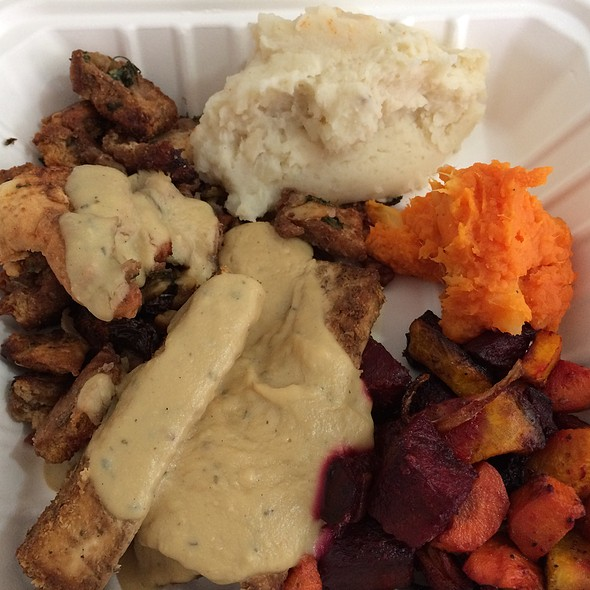 Thanksgiving Hot Deli @ Down To Earth All VEGETARIAN Organic & Natural