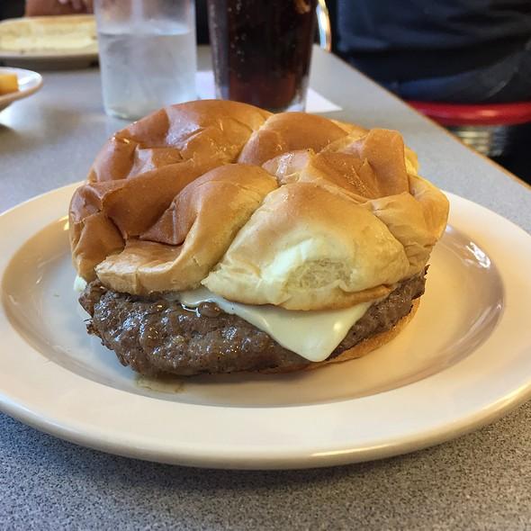 Cheeseburger @ Rod's Grill
