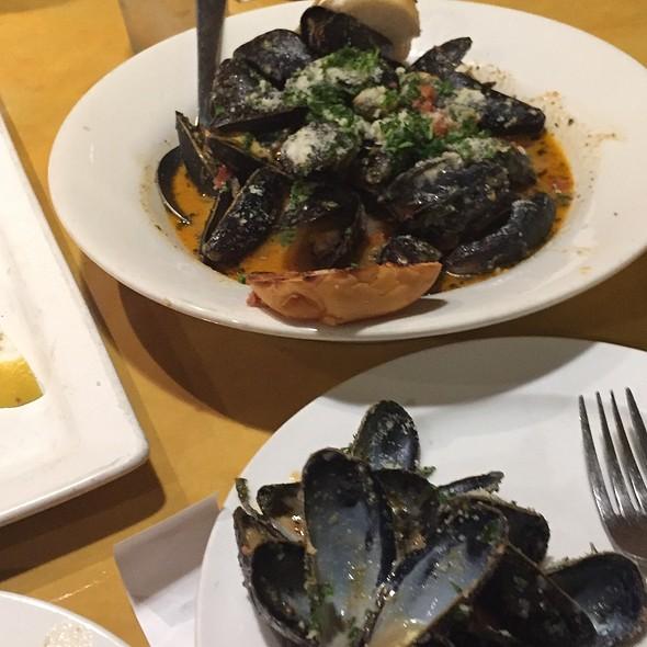 Drunken Mussels @ Mazen@106 Mediterranean Fusion And Grill