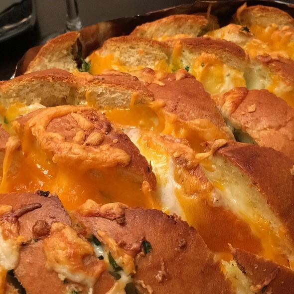 Cross Cut Cheesy Garlic Bread @ Mama Chops' Place