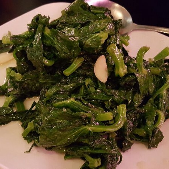 Snow Peas Leaves With Garlic