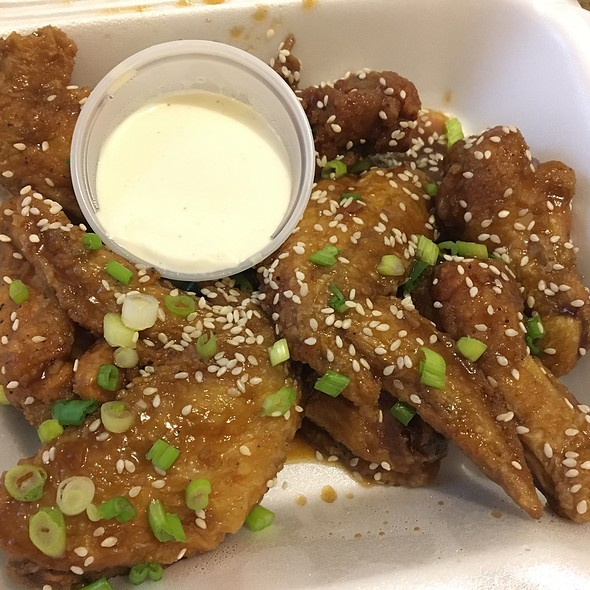 Asian Wings @ G&G Pizza Co