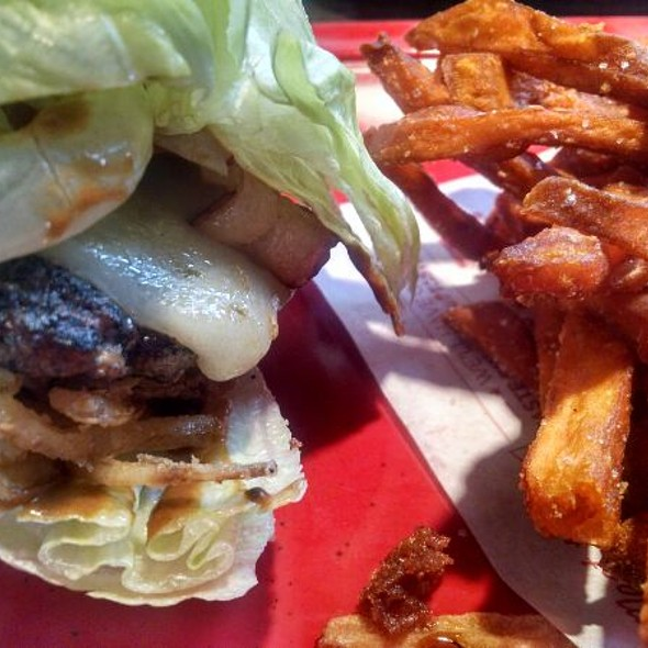 Lettuce Wrapped Burger @ Red Robin