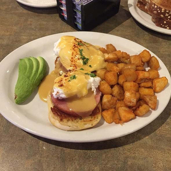 Mojave's Benedict @ Juicy's Famous River Cafe