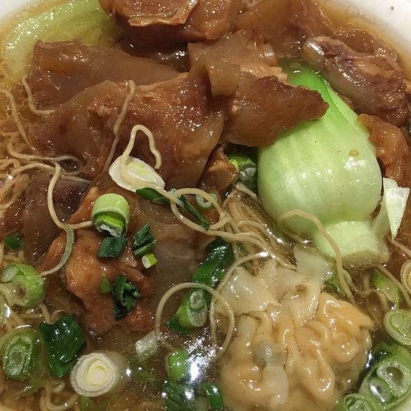 Beef Tendon And Shrimp Wonton Noodle Soup @ Hoy's Won Ton House