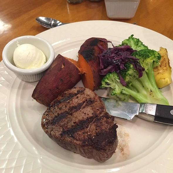 Petit Filet @ Harris Ranch Inn & Restaurant
