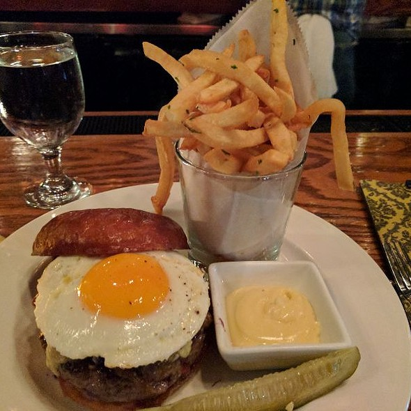 Hamburger With Cheese And Egg @ Owen & Engine