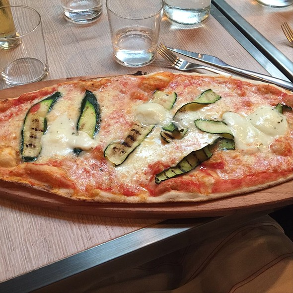 Zucchine E Bufala Pizza @ Brickoven