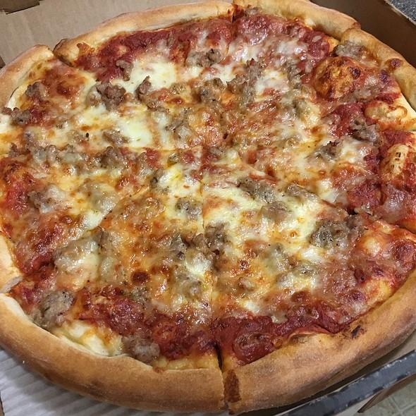 Sausage Pizza @ Skippolini's Pizza